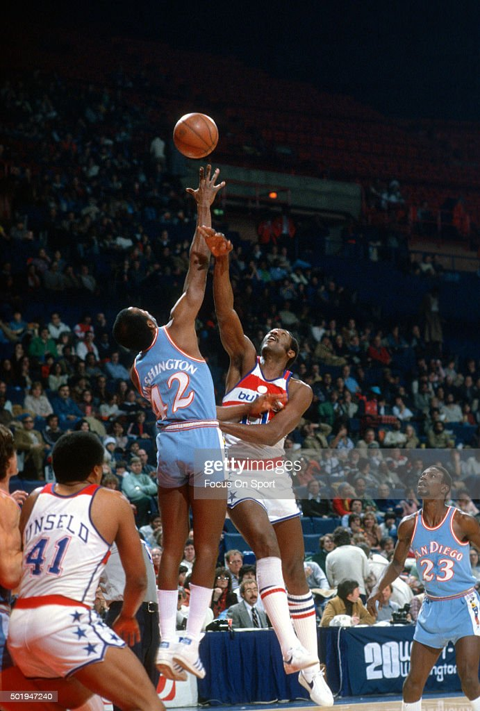 Kermit Washington of the San Diego Clippers battles for a jump ball with Elvin Hayes of the Washington Bullets during an NBA basketball game circa...