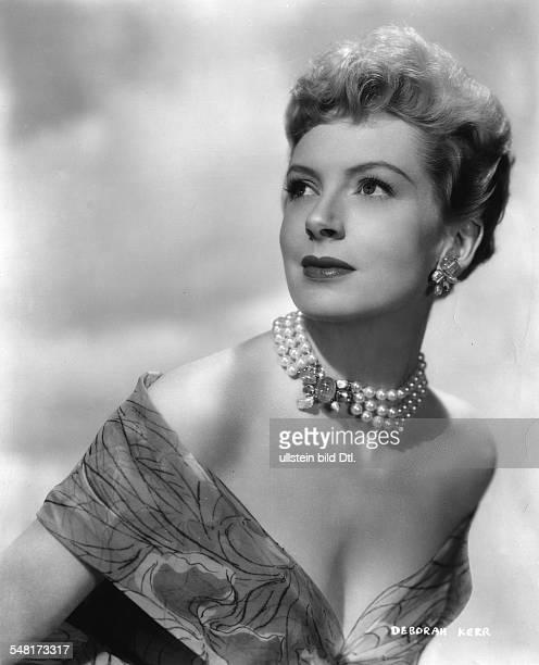 Kerr Deborah * Schauspielerin GB Portrait im Abendkleid mit Perlenkette 1955