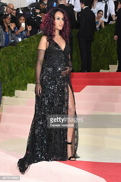 Kerry Washington attends the 'Manus x Machina Fashion In An Age Of Technology' Costume Institute Gala at the Metropolitan Museum on May 02 2016 in...