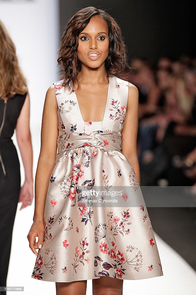 Kerry Washington attends the Project Runway show during Spring 2014 MercedesBenz Fashion Week at The Theatre at Lincoln Center on September 6 2013 in...
