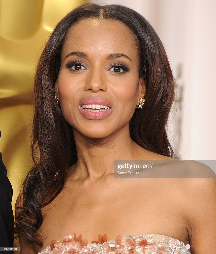 Kerry Washington poses at the 85th Annual Academy Awards at Dolby Theatre on February 24, 2013 in Hollywood, California.