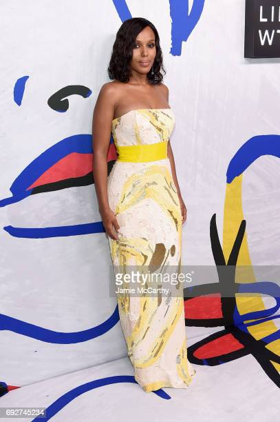 Kerry Washington poses on the Winners Walk during the 2017 CFDA Fashion Awards at Hammerstein Ballroom on June 5 2017 in New York City
