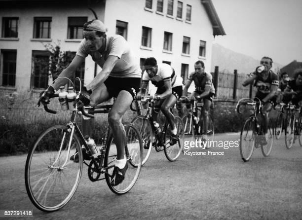Keteeler Ferdi Kübler Hugo Koblet et Lambertini lors de la 4ème étape AdelbodenMonthey du Tour de Suisse en Suisse le 19 avril 1952
