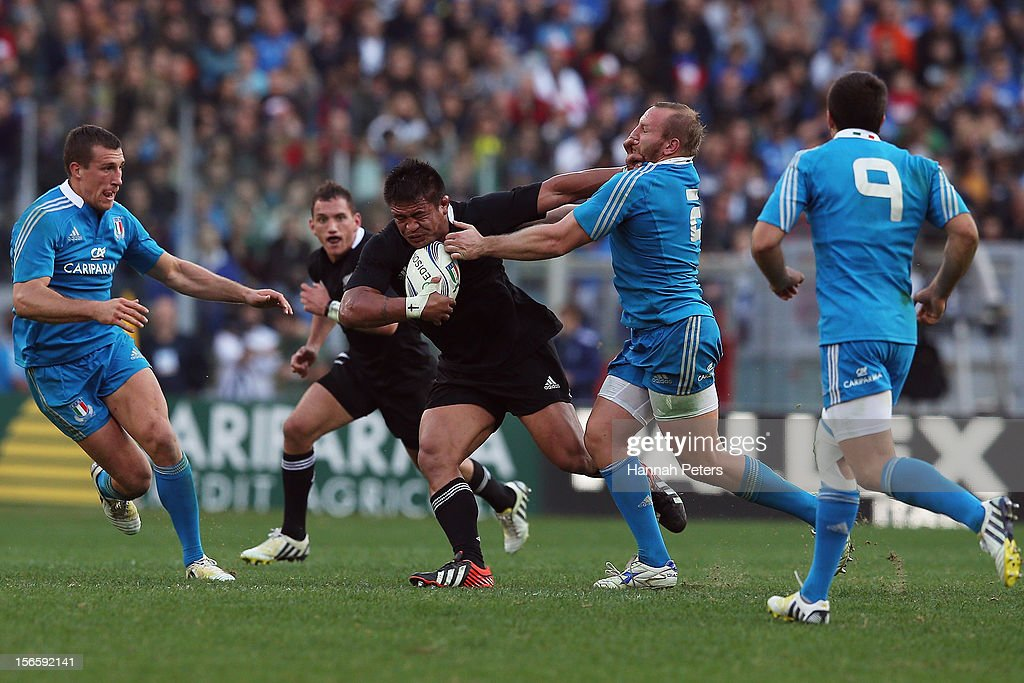 <a gi-track='captionPersonalityLinkClicked' href=/galleries/search?phrase=Keven+Mealamu&family=editorial&specificpeople=215521 ng-click='$event.stopPropagation()'>Keven Mealamu</a> of the All Blacks makes a break during the international rugby match between Italy and New Zealand at Stadio Olimpico on November 17, 2012 in Rome, Italy.