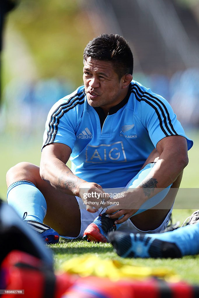 <a gi-track='captionPersonalityLinkClicked' href=/galleries/search?phrase=Keven+Mealamu&family=editorial&specificpeople=215521 ng-click='$event.stopPropagation()'>Keven Mealamu</a> of the All Blacks puts on his boots during a New Zealand All Blacks training session at Waitakere Stadium on October 26, 2013 in Auckland, New Zealand.