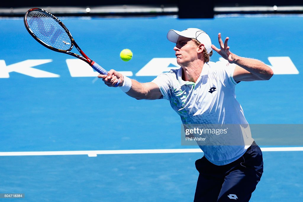 <a gi-track='captionPersonalityLinkClicked' href=/galleries/search?phrase=Kevin+Anderson+-+Jugador+de+tenis&family=editorial&specificpeople=5405822 ng-click='$event.stopPropagation()'>Kevin Anderson</a> of South Afric plays a forehand against Robin Haase of the Netherlands on Day 3 of the ASB Classic on January 13, 2016 in Auckland, New Zealand.
