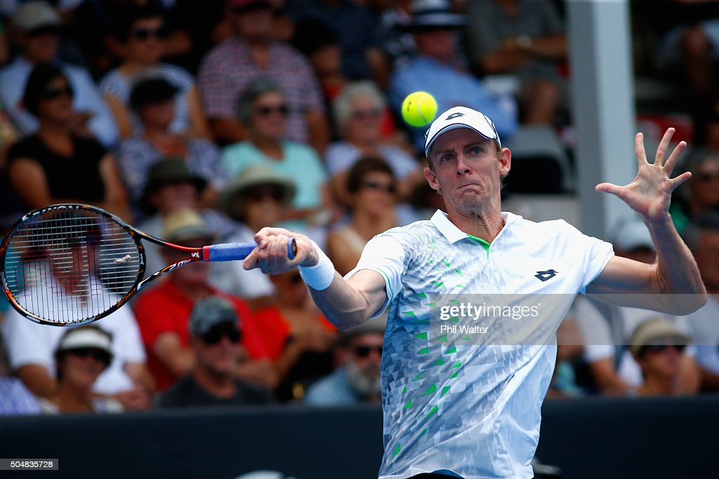 <a gi-track='captionPersonalityLinkClicked' href=/galleries/search?phrase=Kevin+Anderson+-+Jugador+de+tenis&family=editorial&specificpeople=5405822 ng-click='$event.stopPropagation()'>Kevin Anderson</a> of South Africa plays a forehand in his singles match against Jack Sock of the USA during the 2016 ASB Classic at the ASB Tennis Arena on January 14, 2016 in Auckland, New Zealand.
