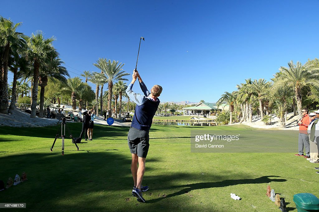 <a gi-track='captionPersonalityLinkClicked' href=/galleries/search?phrase=Kevin+Anderson+-+Tennis+Player&family=editorial&specificpeople=5405822 ng-click='$event.stopPropagation()'>Kevin Anderson</a> of South AFrica the ATP Tennis player plays his shot in the 'One Million Dollar' hole in one challenge on teh par 3, 16th hole during the 2015 Els For Autism Golf Challenge Finale at the Bali Hai Golf Club on November 14, 2015 in Las Vegas, Nevada.