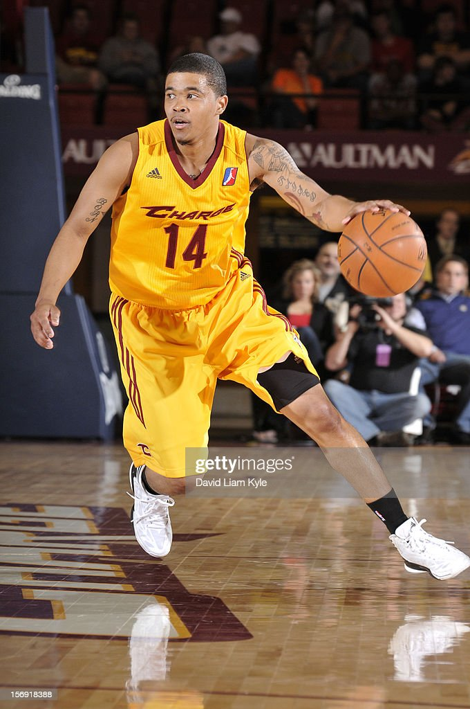 Kevin Anderson #14 of the Canton Charge brings the ball down the court against the Springfield Armor at the Canton Memorial Civic Center on November 24, 2012 in Canton, Ohio.