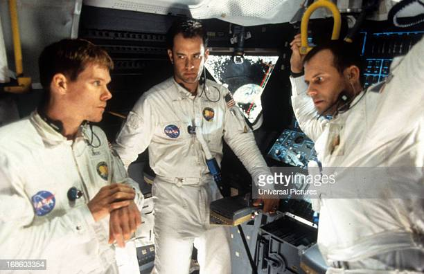 Kevin Bacon Tom Hanks and Bill Paxton talking in ship in a scene from the film 'Apollo 13' 1995