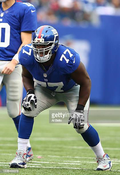 Kevin Boothe of the New York Giants in action against the Cleveland Browns during their game at MetLife Stadium on October 7 2012 in East Rutherford...