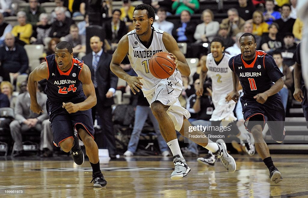Kevin Bright #15 of the Vanderbilt Commodores dribbles ahead of Brian Greene Jr. #24 and Josh Wallace #11 of the Auburn Tigers at Memorial Gym on January 23, 2013 in Nashville, Tennessee.