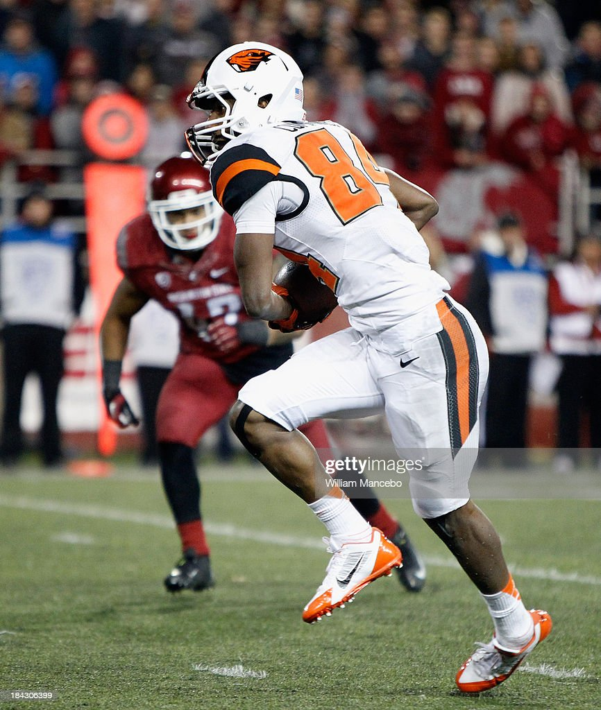 Kevin Cummings #84 of the Oregon State Beavers carries the ball against the Washington State Cougars during the game at Martin Stadium on October 12, 2013 in Pullman, Washington.