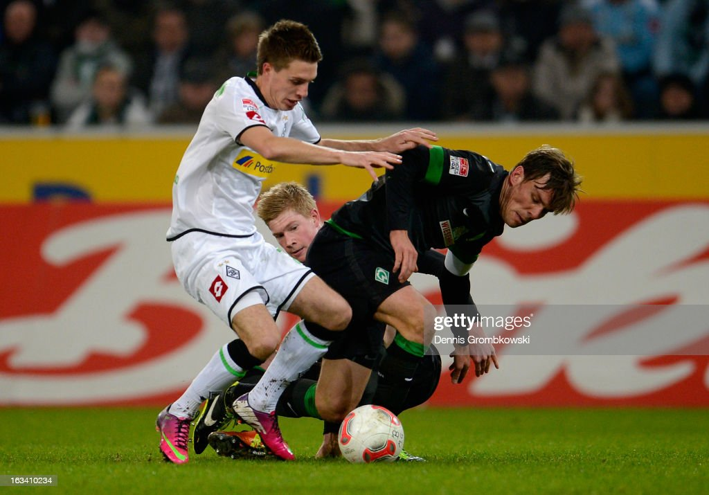 <a gi-track='captionPersonalityLinkClicked' href=/galleries/search?phrase=Kevin+De+Bruyne&family=editorial&specificpeople=6165471 ng-click='$event.stopPropagation()'>Kevin De Bruyne</a> and <a gi-track='captionPersonalityLinkClicked' href=/galleries/search?phrase=Clemens+Fritz&family=editorial&specificpeople=645695 ng-click='$event.stopPropagation()'>Clemens Fritz</a> of Bremen challenge Patrick Herrmann of Moenchengladbach during the Bundesliga match between VfL Borussia Moenchengladbach and SV Werder Bremen at Borussia Park Stadium on March 9, 2013 in Moenchengladbach, Germany.