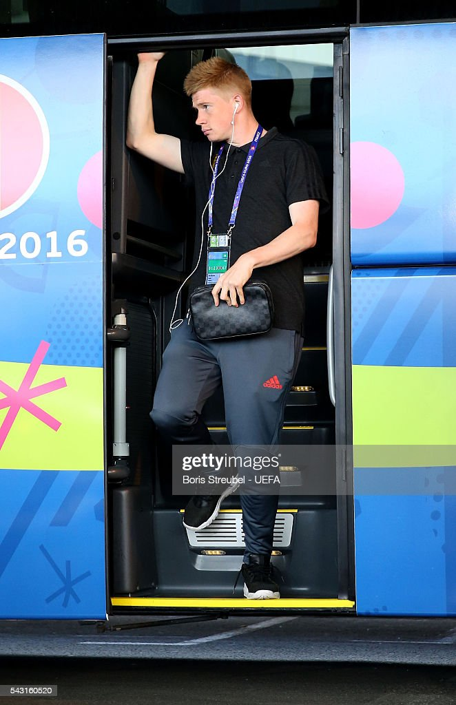 Kevin De Bruyne of Belgium is seen on arrival at the stadium prior to the UEFA EURO 2016 round of 16 match bewtween Hungary and Belgium at Stadium Municipal on June 26, 2016 in Toulouse, France.