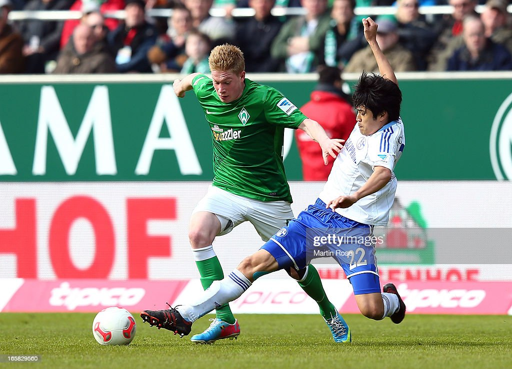 Kevin de Bruyne (L) of Bremen and <a gi-track='captionPersonalityLinkClicked' href=/galleries/search?phrase=Atsuto+Uchida&family=editorial&specificpeople=4318608 ng-click='$event.stopPropagation()'>Atsuto Uchida</a> (R) of Schalke battle for the ball during the Bundesliga match between Werder Bremen and FC Schalke 04 at Weser Stadium on April 6, 2013 in Bremen, Germany.