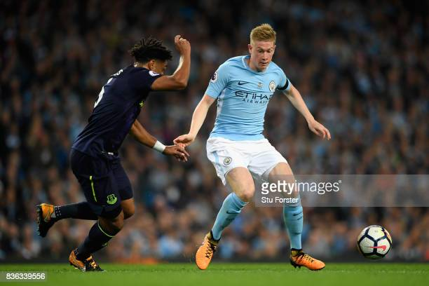 Kevin De Bruyne of Manchester City and Ashley Williams of Everton battle for possession during the Premier League match between Manchester City and...