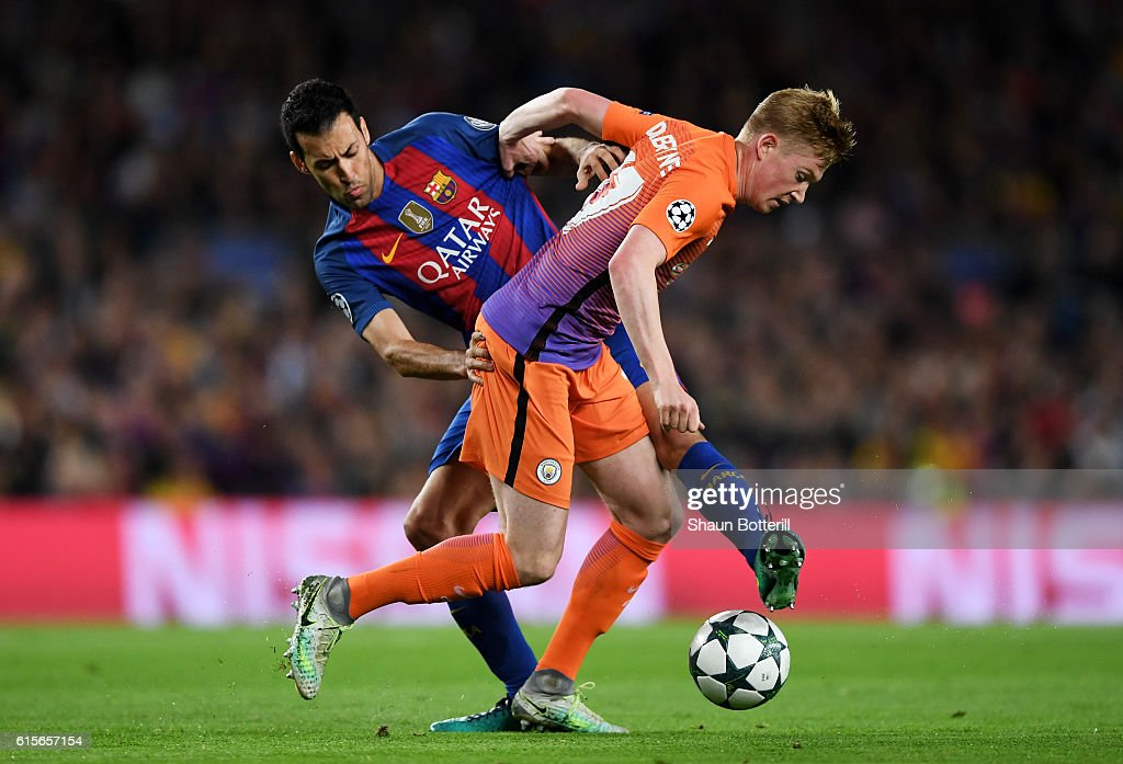 Kevin De Bruyne of Manchester City holds off the challenge of Sergio Busquets of Barcelona during the UEFA Champions League group C match between FC Barcelona and Manchester City FC at Camp Nou on October 19, 2016 in Barcelona, Spain.