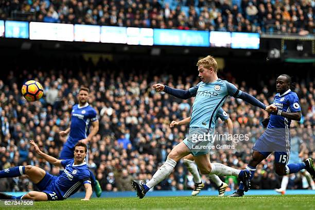 Kevin De Bruyne of Manchester City misses a chance during the Premier League match between Manchester City and Chelsea at Etihad Stadium on December...