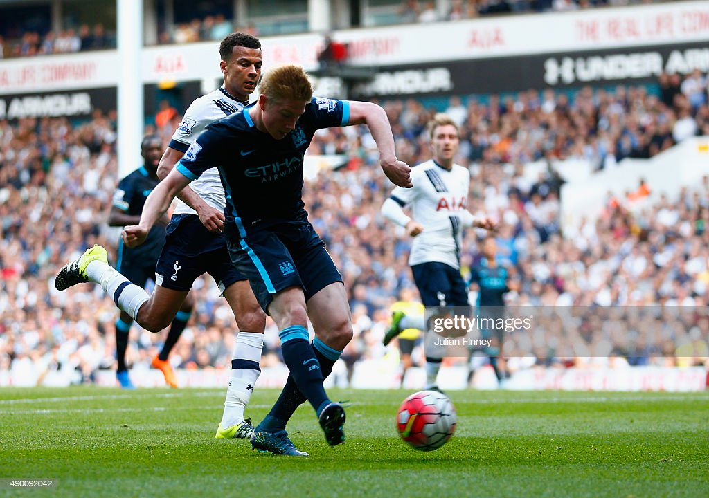 Kevin de Bruyne of Manchester City scores his team's first goal during the Barclays Premier League match between Tottenham Hotspur and Manchester City at White Hart Lane on September 26, 2015 in London, United Kingdom.