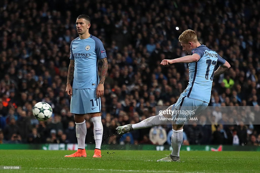 Kevin de Bruyne of Manchester City scores his team's second goal to make the score 2-1 during the UEFA Champions League match between Manchester City FC and FC Barcelona at Etihad Stadium on November 1, 2016 in Manchester, England.