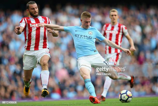 Kevin De Bruyne of Manchester City shoots during the Premier League match between Manchester City and Stoke City at Etihad Stadium on October 14 2017...