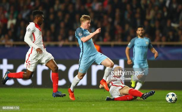 Kevin De Bruyne of Manchester City takes on Andrea Raggi and Jemerson of AS Monaco during the UEFA Champions League Round of 16 second leg match...