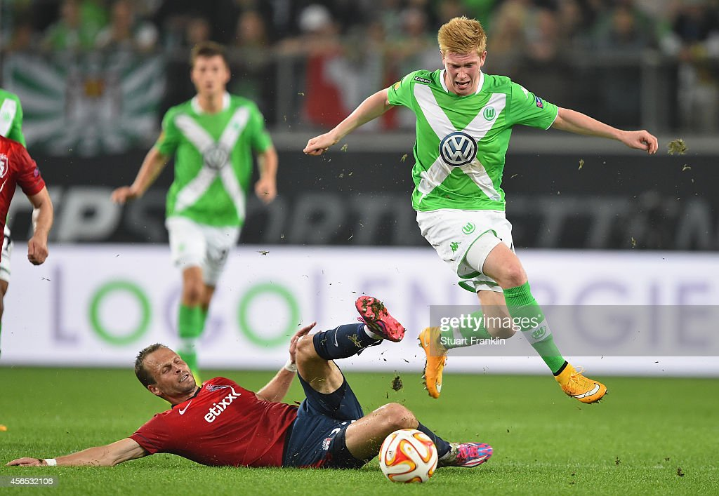 Kevin De Bruyne of Wolfsburg is challenged by David Rozehnal of Lille during the UEFA Europa League match between VfL Wolfsburg and LOSC Lille at the...