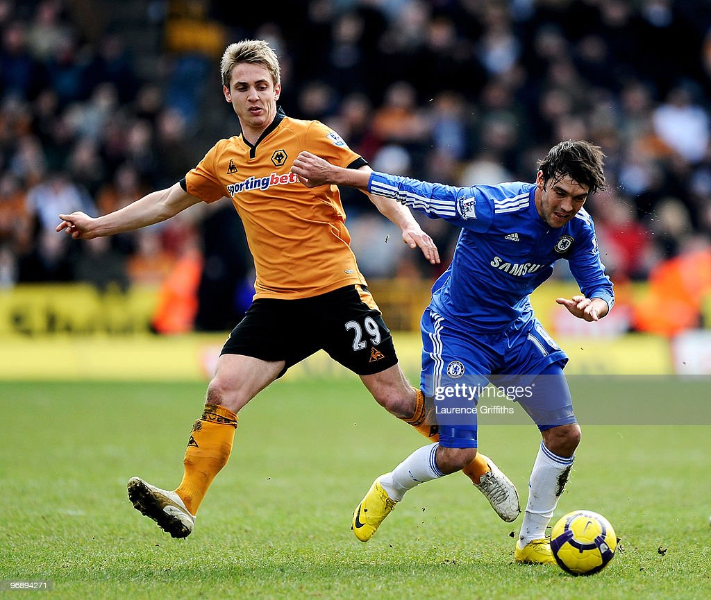 <a gi-track='captionPersonalityLinkClicked' href=/galleries/search?phrase=Kevin+Doyle+-+Soccer+Player&family=editorial&specificpeople=661496 ng-click='$event.stopPropagation()'>Kevin Doyle</a> of Wolverhampton and <a gi-track='captionPersonalityLinkClicked' href=/galleries/search?phrase=Paulo+Ferreira+-+Soccer+Player&family=editorial&specificpeople=185237 ng-click='$event.stopPropagation()'>Paulo Ferreira</a> of Chelsea battle for the ball during the Barclays Premier League match between Wolverhampton Wanderers and Chelsea at Molineux on February 20, 2010 in Wolverhampton, England.