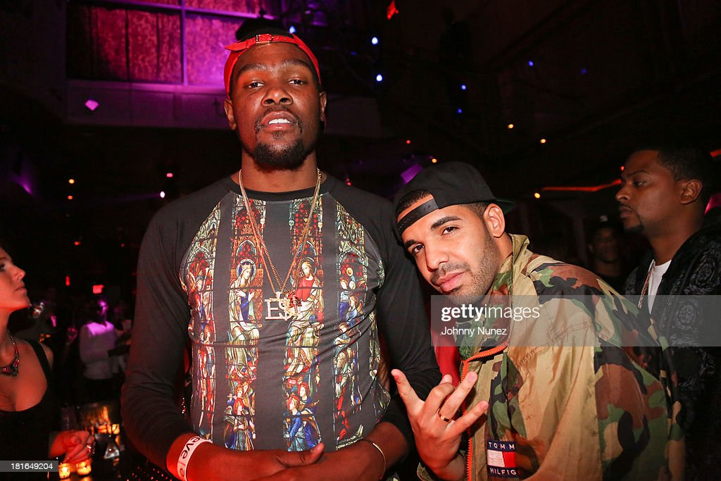 Kevin Durant and Drake attend Kevin Durant's 25th Birthday Party at Avenue on September 22, 2013 in New York City.