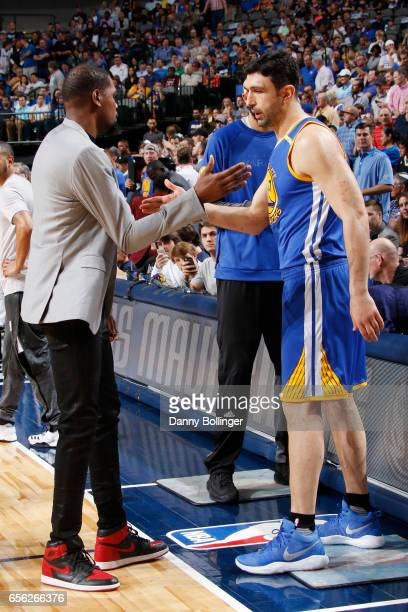 Kevin Durant and Zaza Pachulia of the Golden State Warriors shake hands before the game against the Dallas Mavericks on March 21 2017 at the American...