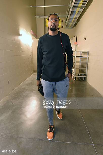 Kevin Durant of the Golden State Warriors arrive during a preseason game against the Los Angeles Lakers on October 15 2016 at the TMobile Arena in...