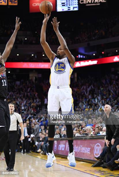 Kevin Durant of the Golden State Warriors shoots a threepoint shot against the LA Clippers during an NBA basketball game at ORACLE Arena on February...