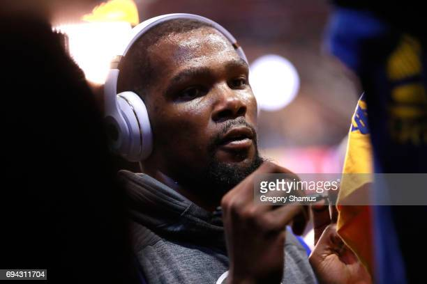 Kevin Durant of the Golden State Warriors signs autographs before Game 4 of the 2017 NBA Finals against the Cleveland Cavaliers at Quicken Loans...