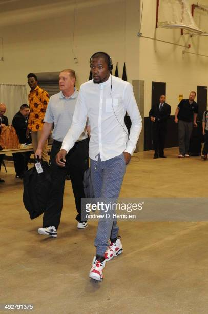 Kevin Durant of the Oklahoma City Thunder arrives before the game against the San Antonio Spurs in Game Two of the Western Conference Finals during...