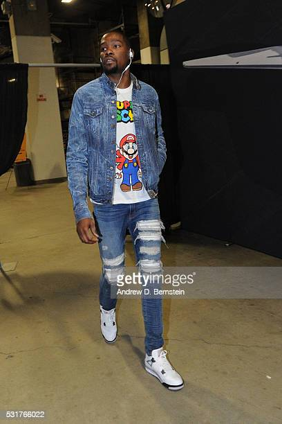 Kevin Durant of the Oklahoma City Thunder arrives for Game One of the Western Conference Finals against the Golden State Warriors during the 2016 NBA...