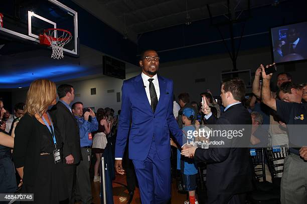 Kevin Durant of the Oklahoma City Thunder arrives for the the 201314 KIA Player of the Year award prior to the press conference on May 6 2014 at the...
