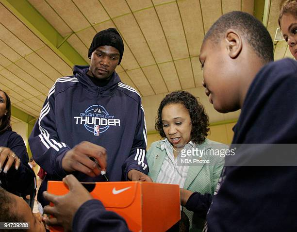 Kevin Durant of the Oklahoma City Thunder delivers Nike sneakers to the approximately 175 students on December 17 2009 at Dunbar Elementary School in...