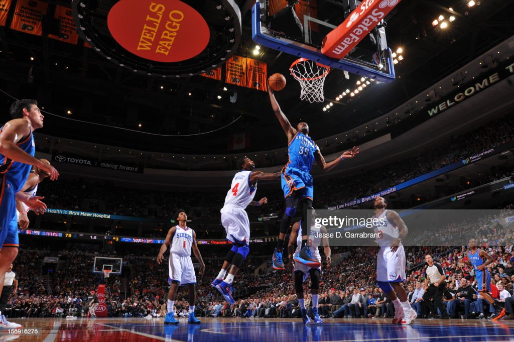 Kevin Durant #35 of the Oklahoma City Thunder goes for the dunk against the Philadelphia 76ers during the game at the Wells Fargo Center on November 24, 2012 in Philadelphia, Pennsylvania.
