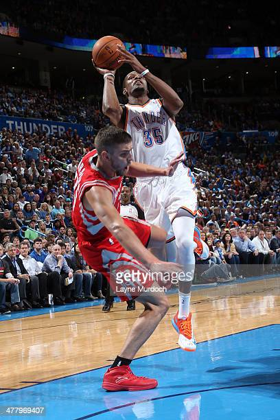 Kevin Durant of the Oklahoma City Thunder goes up for the layup against the Houston Rockets during an NBA game on March 11 2014 at the Chesapeake...