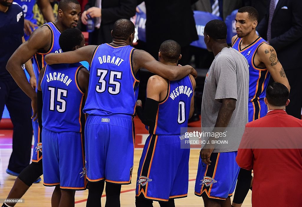 Kevin Durant of the Oklahoma City Thunder rallies his team late in the fourth quarter against the Los Angeles Clippers on May 9, 2014 at Staples Center in Los Angeles, California, during game 3 of their NBA playoff round two series in which the Thunder defeated the Clippers 118-112. AFP PHOTO/Frederic J. BROWN