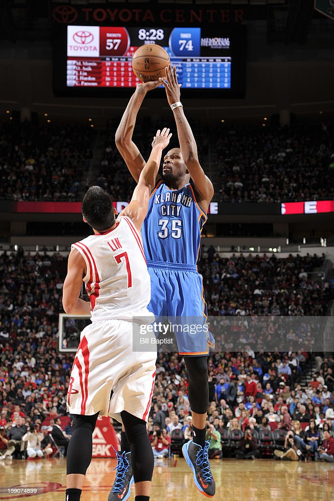 Kevin Durant #35 of the Oklahoma City Thunder shoots against Jeremy Lin #7 of the Houston Rockets on December 29, 2012 at the Toyota Center in Houston, Texas.