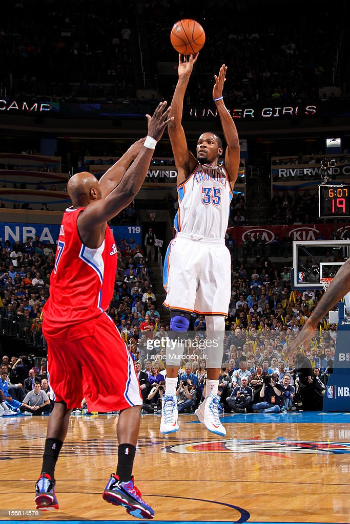 <a gi-track='captionPersonalityLinkClicked' href=/galleries/search?phrase=Kevin+Durant&family=editorial&specificpeople=3847329 ng-click='$event.stopPropagation()'>Kevin Durant</a> #35 of the Oklahoma City Thunder shoots against <a gi-track='captionPersonalityLinkClicked' href=/galleries/search?phrase=Lamar+Odom&family=editorial&specificpeople=201519 ng-click='$event.stopPropagation()'>Lamar Odom</a> #7 of the Los Angeles Clippers on November 21, 2012 at the Chesapeake Energy Arena in Oklahoma City, Oklahoma.