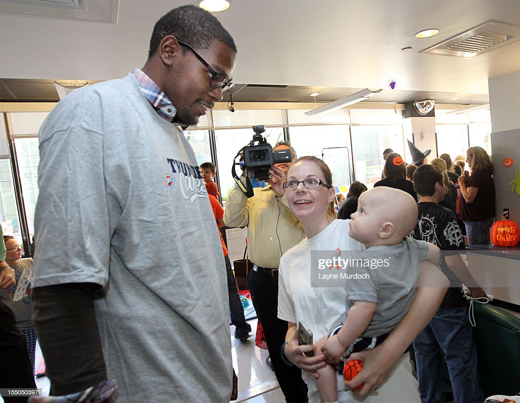 Kevin Durant of the Oklahoma City Thunder visits patients in the Children's Hospital on October 30, 2012 in Oklahoma City, Oklahoma.