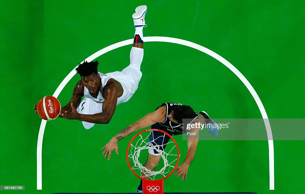 Kevin Durant of United States goes up for a shot against Nicolas Laprovittola of Argentina during the Men's Quarterfinal match on Day 12 of the Rio...