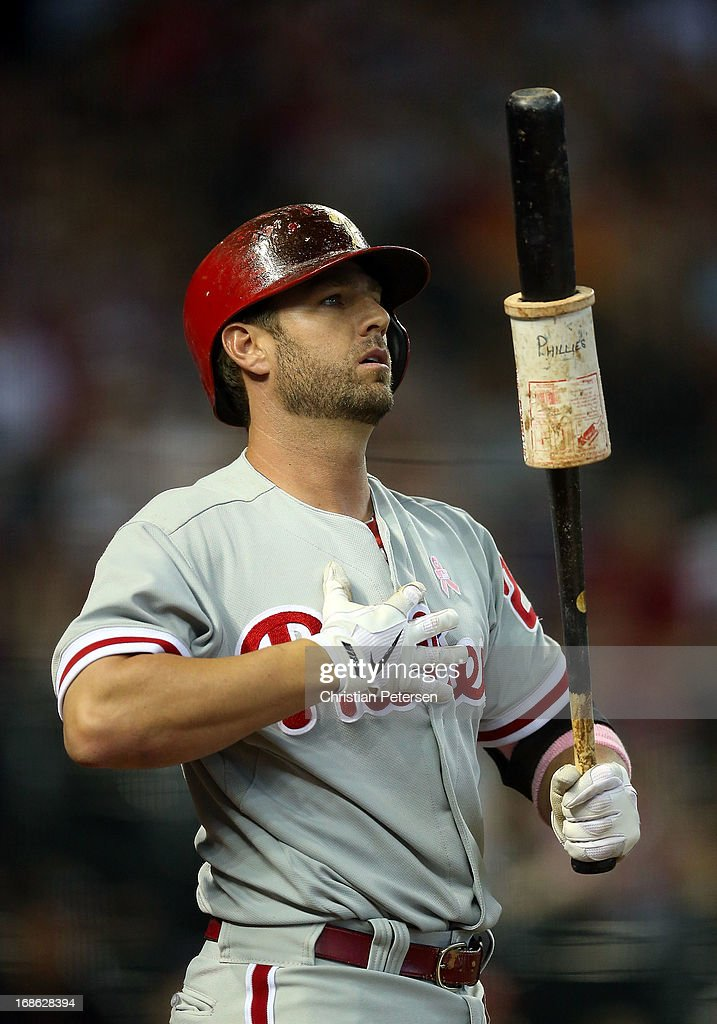<a gi-track='captionPersonalityLinkClicked' href=/galleries/search?phrase=Kevin+Frandsen&family=editorial&specificpeople=3982842 ng-click='$event.stopPropagation()'>Kevin Frandsen</a> #28 of the Philadelphia Phillies warms up on deck during the MLB game against the Arizona Diamondbacks at Chase Field on May 12, 2013 in Phoenix, Arizona. The Phillies defeated the Diamondbacks 4-2 in 10 innings.