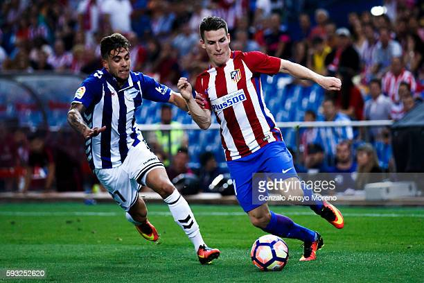 Kevin Gameiro of Atletico de Madrid competes for the ball with Kiko Femenia of Deportivo Alaves during the La Liga match between Club Atletico de...