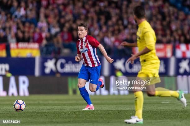 Kevin Gameiro of Atletico de Madrid in action during the La Liga match between Atletico de Madrid vs Villarreal CF at the Estadio Vicente Calderon on...
