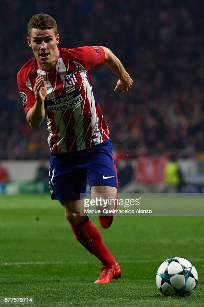 Kevin Gameiro of Atletico de Madrid runs with the ball during the UEFA Champions League group C match between Atletico Madrid and AS Roma at Estadio...
