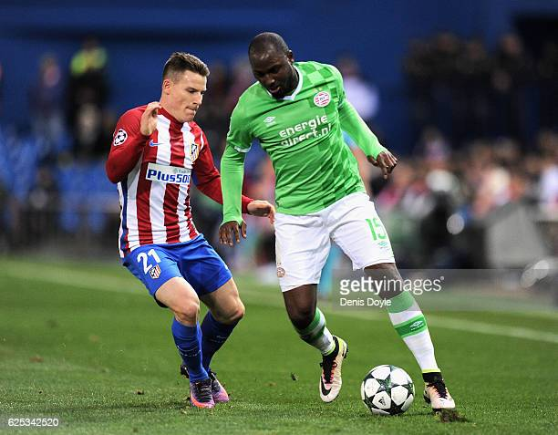 Kevin Gameiro of Atletico Madrid attempts to tackle Jetro Willems of PSV Eindhoven during the UEFA Champions League Group D match between Club...